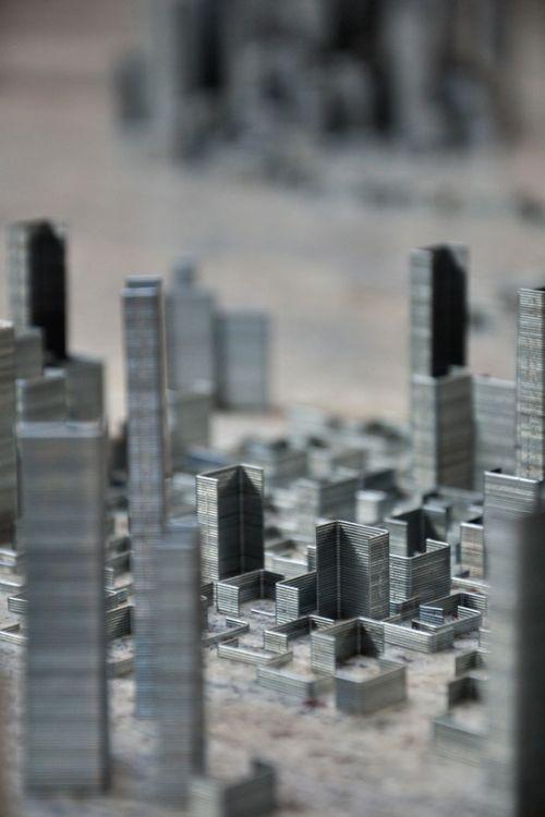 Город из скоб для степлера (9 фото + видео)