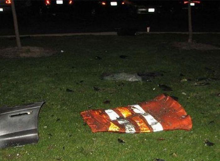 Автомобиль врезался в третий этаж дома (15 фото)
