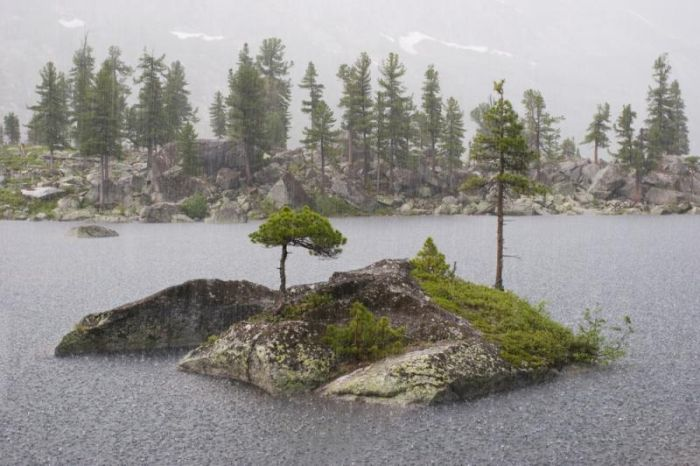 Красивый крошечный остров в середине озера (22 фото)