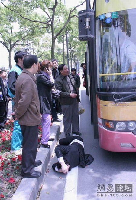 Драка на дороге в Китае (4 фото)