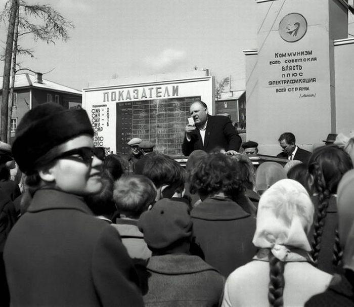 http://trinixy.ru/pics4/20100505/the_life_of_soviet_people_61.jpg