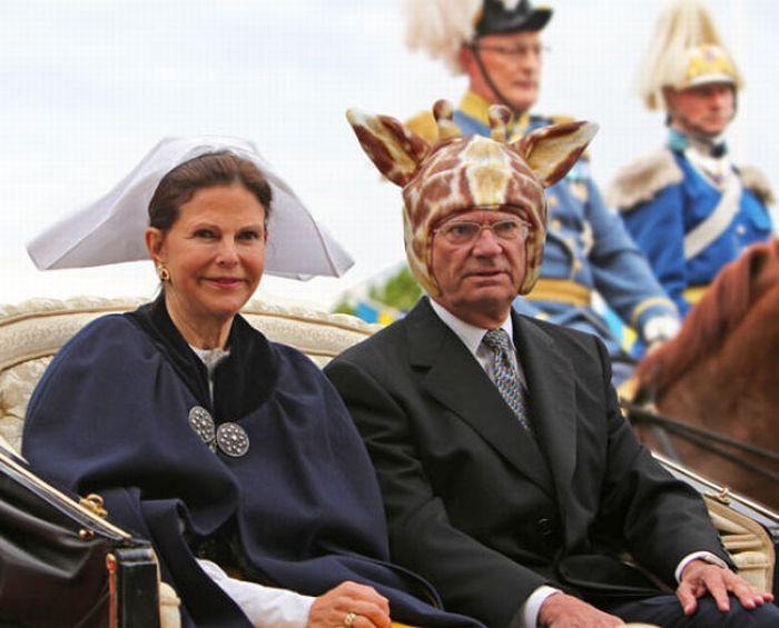 Как шведы украшают своего короля (22 фото)
