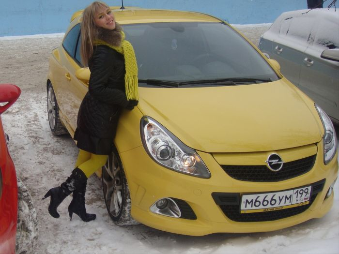 Наши девушки и машины (50 фото)