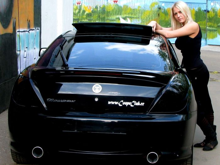 Девушки блондинки со своими машинами
