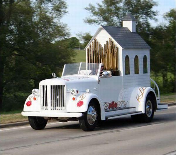 Церковь на колесах (10 фото)