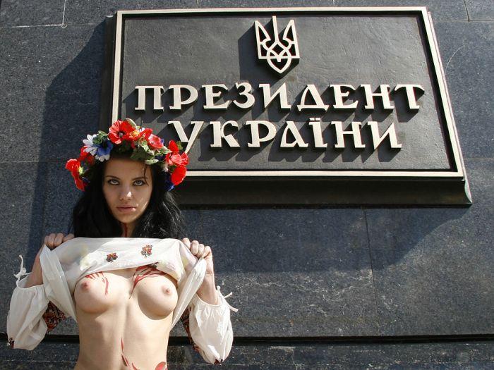 Очередная активистка FEMEN разделась (6 фото) НЮ!