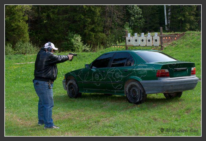 Расстреляли BMW (35 pics)