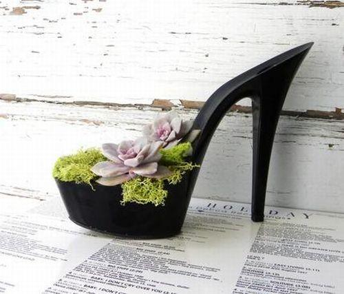 Цветы в женских туфлях (12 фото)
