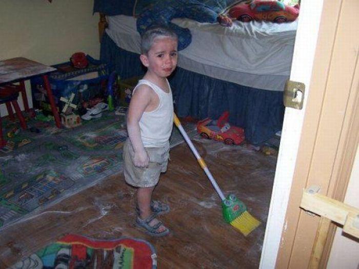 Уничтожено детьми (47 фото)
