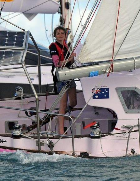 16-летняя девочка и ее розовая лодка (44 фото)