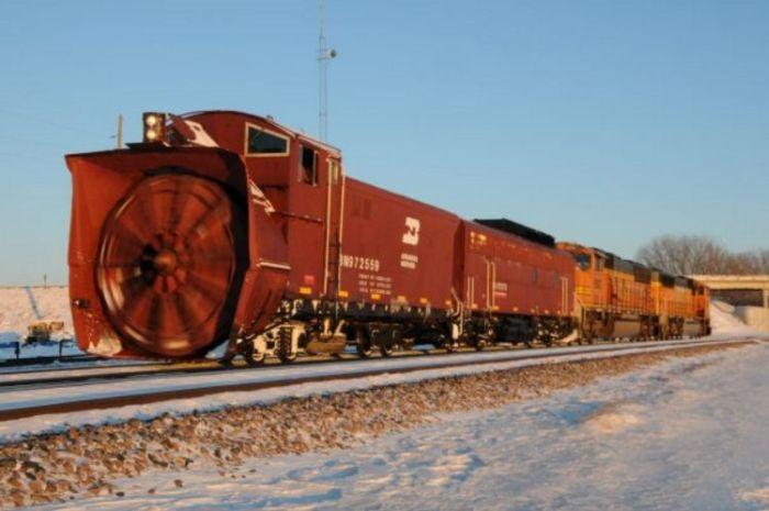 Поезд для очистки снега (27 фото)