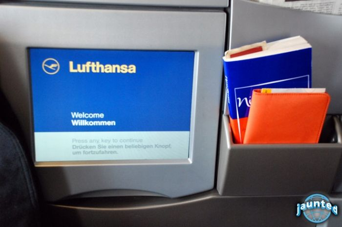 Внутри самолета Airbus A380 компании Lufthansa (25 фото)