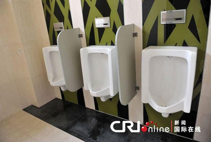 Самый крутой туалет Китая (6 фото)