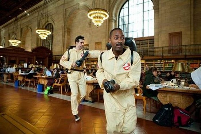 Флешмоб в библиотеке Нью-Йорка. Охотники за привидениями (12 фото + видео)