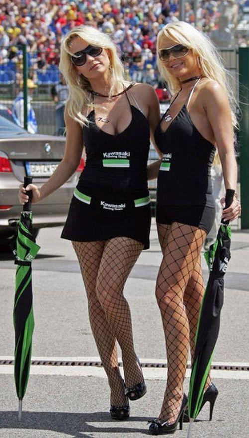 Красивые девушки с гонок Формулы 1 (59 фото)