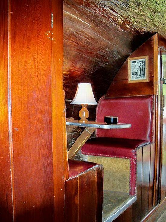 Дом из красного дерева (4 фото)