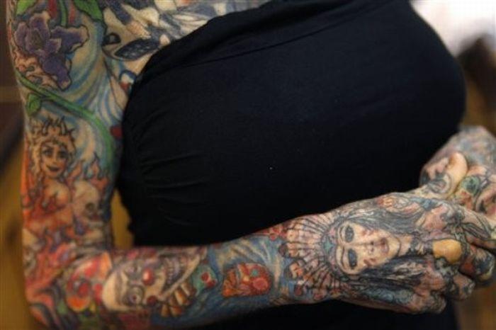 Самая татуированная женщина в мире (9 фото)