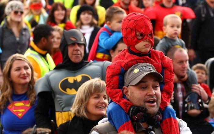 Люди в костюмах супергероев (27 фото)