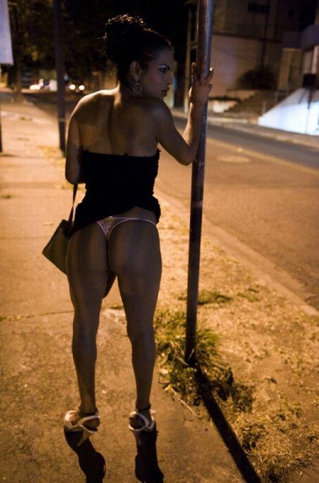 Транссексуальные проститутки в столице Гондураса (20 фото)