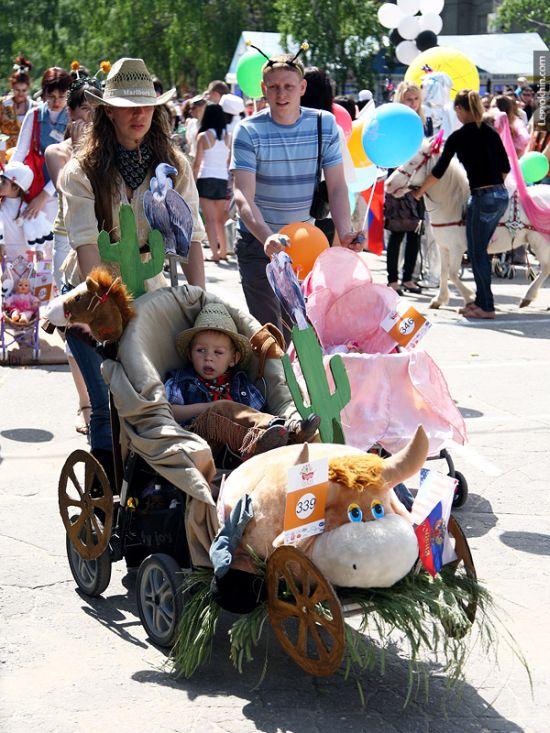 Парад необычных детских колясок в Волгограде (55 фото)