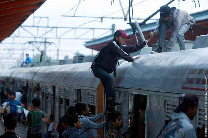 Переполенные поезда в Индонезии (26 фото)