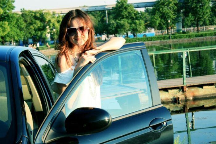 Наши девушки и их автомобили (28 фото)