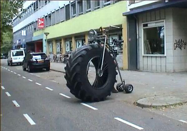 monster_tricycle_02.jpg