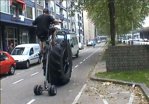 """Как разогнали очередной  """"марш несогласных """" (42 фото).  Велосипед с белазовским колесом."""