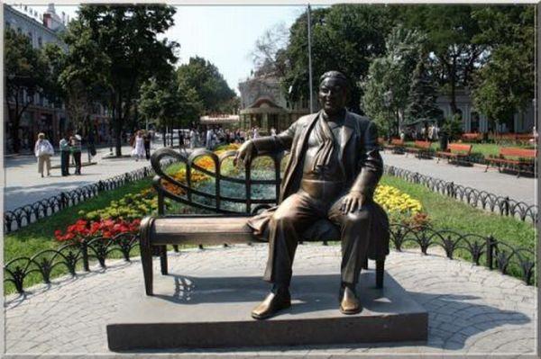 Самые необычные памятники России и ближнего зарубежья (24 фото)