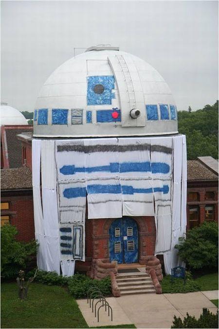 Потрясающий флешмоб. Обсерваторию превратили в робота R2-D2 (6 фото + видео)