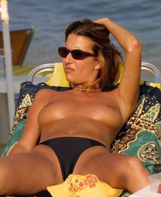 Девушки с испанских пляжей (48 фото) НЮ