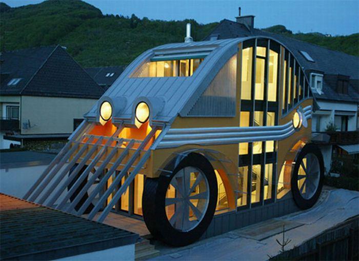 Дом в форме автомобиля (7 фото)
