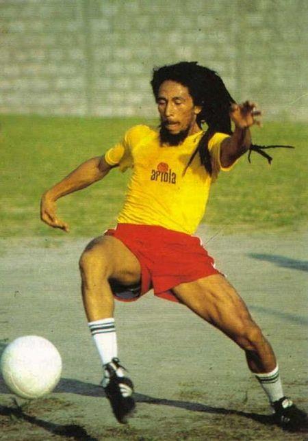 Боб Марли - любитель футбола (13 фото)