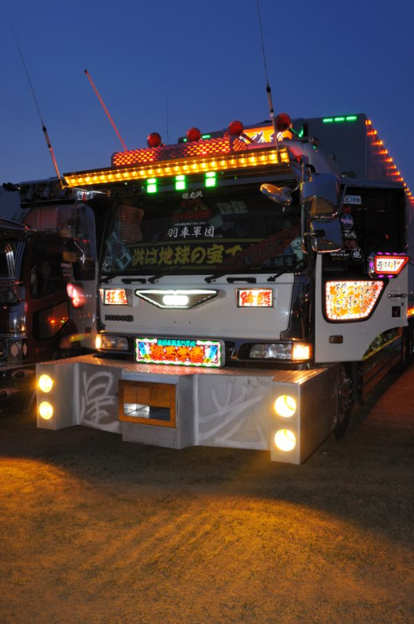 Классные японские грузовики (46 фото)