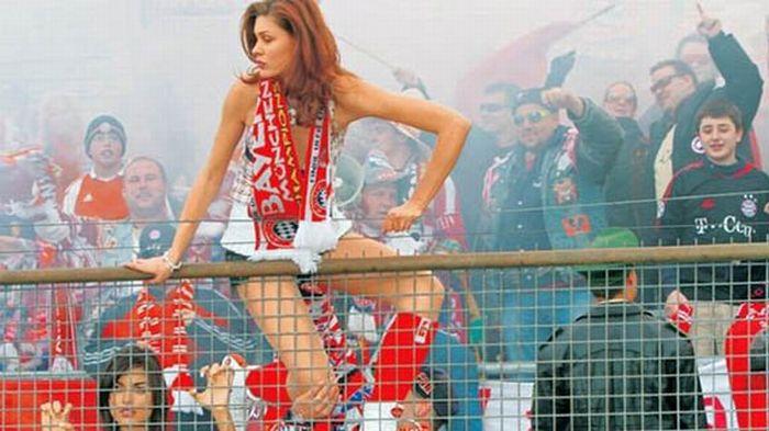 Красивые футбольные болельщицы (104 фото)
