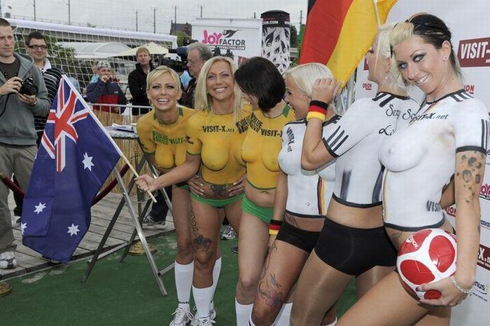 Альтернативный матч по футболу Германия - Австралия (20 фото) .