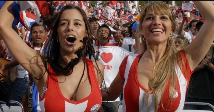 Самая известная болельщица с Чемпионата Мира (5 фото)