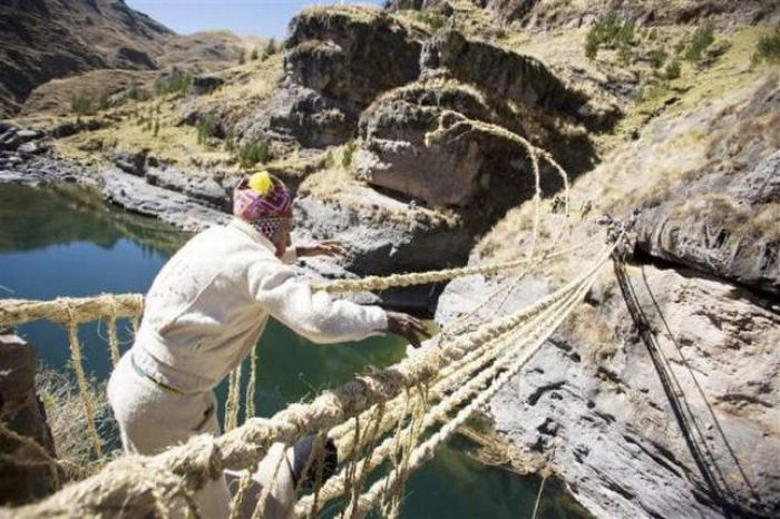 Мост из травы в Перу (15 фото)
