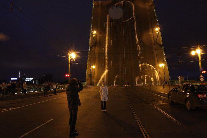 Кто и как нарисовал член на Литейном мосту в Питере (15 фото)