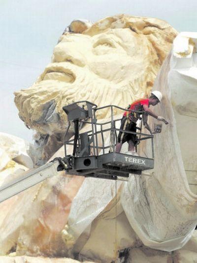 Статуя Иисуса уничтожена молнией (22 фото)