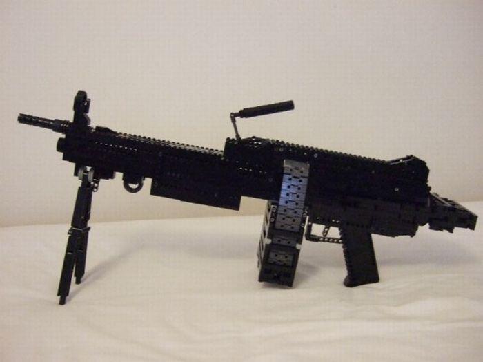 Оружие из LEGO (30 фото)