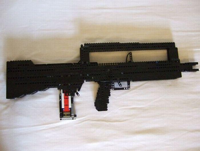 Как сделать пистолет из лего техник который стреляет