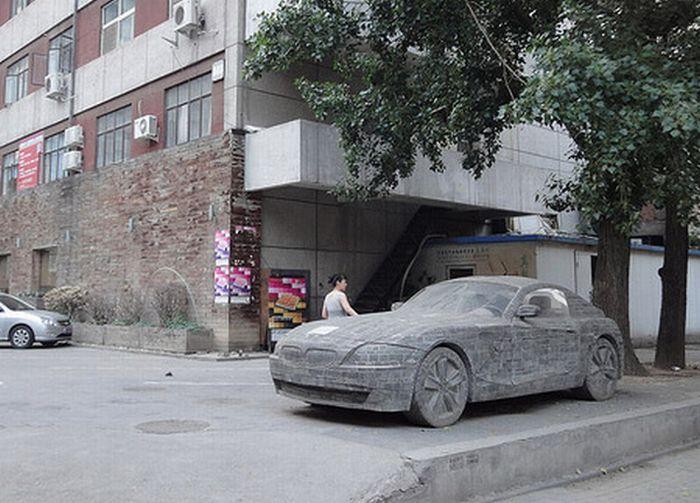 Статуя BMW Z4 в Пекине (6 фото)