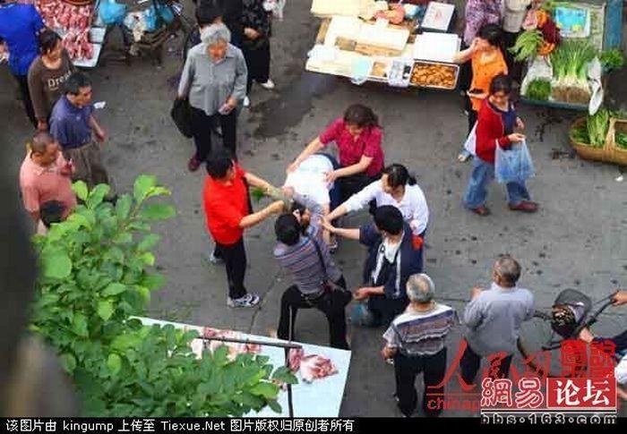 Драка на китайском рынке (16 фото)