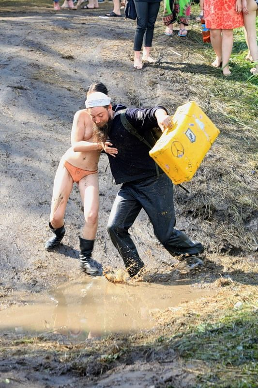 Пустые Холмы 2010. Самый эротический репортаж (86 фото) НЮ
