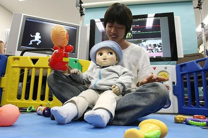 Робот-ребенок из Японии (7 фото)