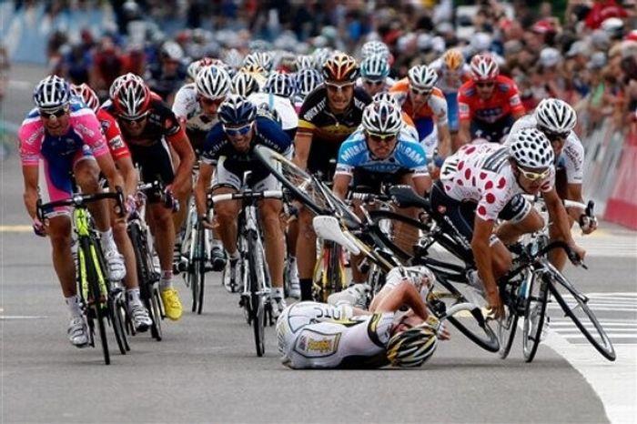 Массовое столкновение во время 4го этапа Тур де Свисс