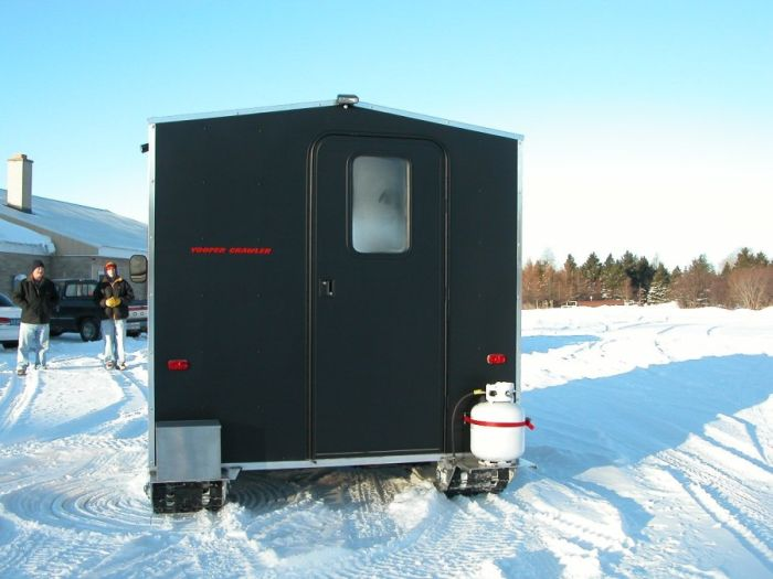 Самоходный домик для зимней рыбалки (8 фото)