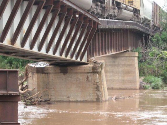 Опасный мост (7 фото)