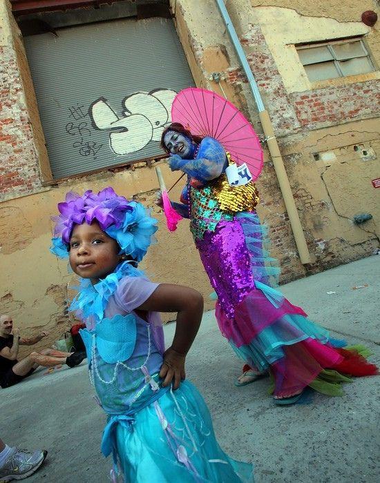 Парад русалок в Нью Йорке (13 фото)